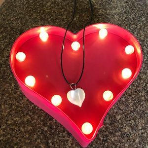 Jewelry - Mother of Pearl Vintage Classic Heart Necklace
